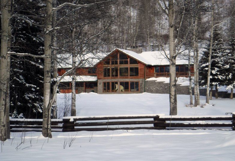 Stone Mountain Outfitters Lodge, Toad River BC